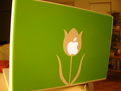 Macbook Cover (kfarwell) Tags: flower green apple austin sticker laptop tx sxsw sxswinteractive 2007 austintx sxswi macbook macstyles southbysouthwestinteractive
