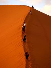 Namibie : Sossusvlei Dunes (KraKote est KoKasse.) Tags: africa southafrica dune sable groupe afrique namibie aplusphoto krakote expone nearnet nemarc forcont wwwkrakotecom valeriebaeriswyl