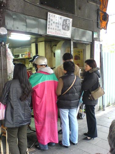 一個小店可以那麼多人