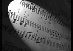 signos y puntuacion (Jeyfix.raw) Tags: musica notas linterna partitura