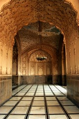 Architecture of Badshahi Masjid (Max Loxton) Tags: pakistan beautiful architecture mosque pakistani yani lahore masjid mughal yasirnisar towardspakistan beautifulpakistan pakistaniphotographers pakistaniphotographer shahimasjid maxloxton pakistaniat wwwtowardspakistancom