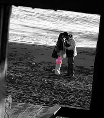 Kiss - Palloncino rosa (Muffix ^__^) Tags: christmas boy sea italy girl blackwhite kiss creazioni samantha natale marinadisannicola muffix ibybvd078 ibybvd078f