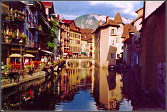 Annecy (aumbody images) Tags: bridge light summer france colour annecy buildings reflections canal europe scan wishing holiday2003 hautesavoie whataview aumbodyimages lalandscape wantingtotravelagain olympusiizoom115 europeherewecome2007 thioucanal takenwhistdrinkingsomefinewine