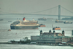 New York Bay (nicoatridge) Tags: usa newyork queenmary qm2 queenmary2 statenislandferry ellisisland newyorkbay verrazano queenmarytwo firstonflickr nicoatridge first200loaded