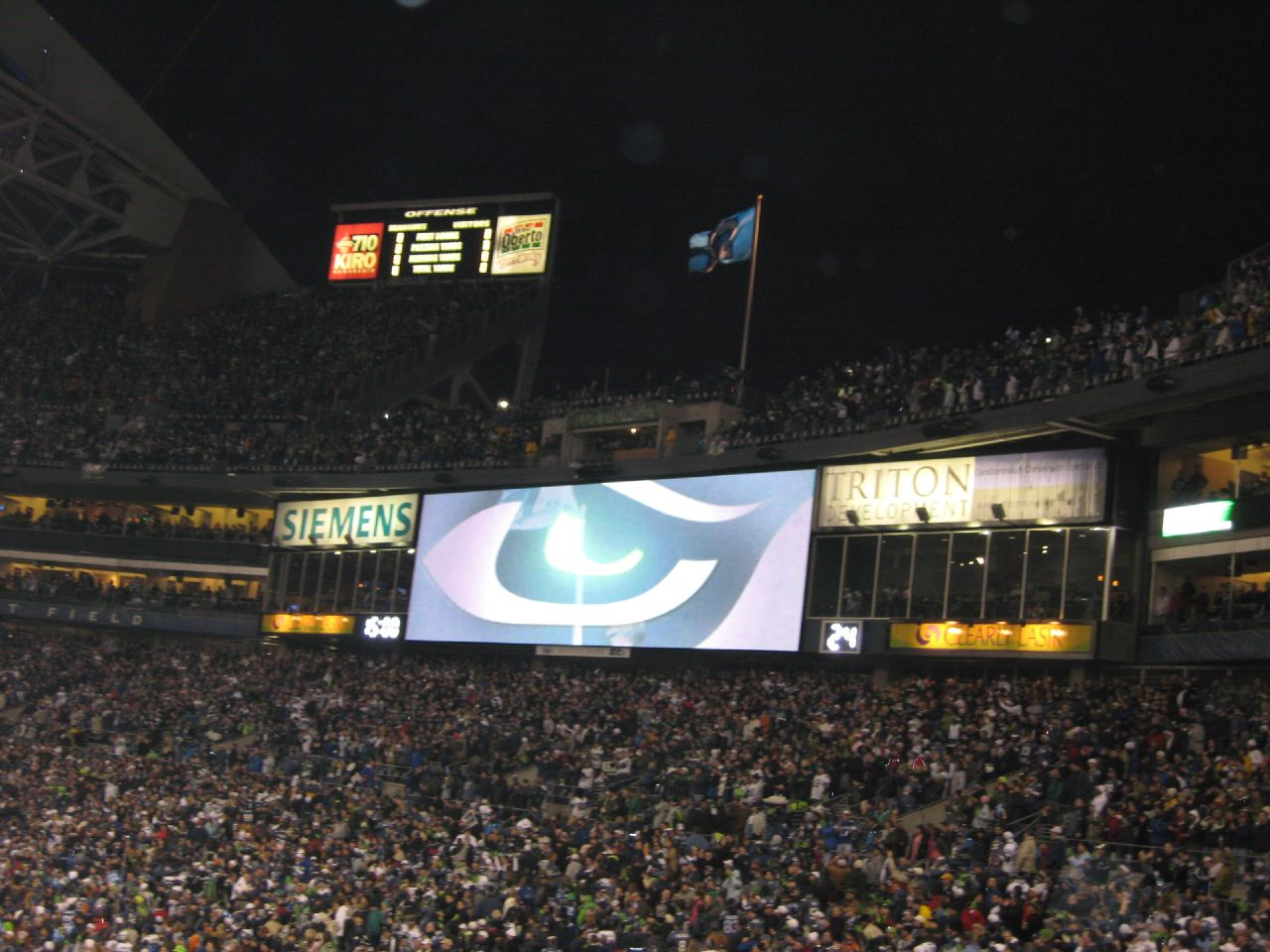 The Cool Seahawk Eye Thing on the Scoreboard