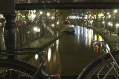 Testing my new Nikon D200 // Canal Utrecht at Night (Merlijn Hoek) Tags: longexposure test water bike night boat canal nikon utrecht nightshot picture bikes d200 nikond200 281053545d