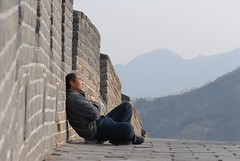Nap on The Great Wall (Luo Shaoyang) Tags: china men nikon women action chinese beijing greatwall    madeinchina thegreatwall luo  actionphotos nikond200 beijinger  luoshaoyang