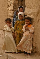 yemen (Retlaw Snellac) Tags: travel people tourism kids canon photography middleeast 100v10f yemen foryoureyesonly visittheworld arabiafelix waltercallens