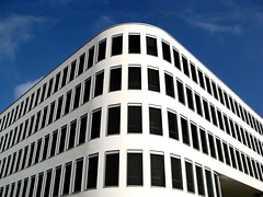 Moderne Architektur Welfenhof Wiesbaden (amras_de) Tags: blue windows white window architecture modern germany deutschland wiesbaden fenster architektur alemania blau wei tyskland coolest allemagne soe germania alemanha duitsland modernearchitektur alemanya almanya niemcy njemaka saksa nmetorszg skyarchitecture skaland germanio  nmecko saksamaa alemaa nemecko abigfave welfenstrae  wowiekazowie welfenhof nmska jermaniya  duutsland