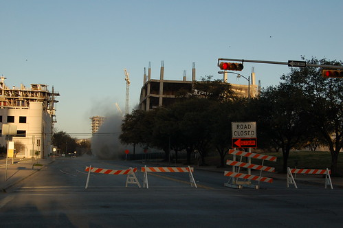 building austin texas crowd demolition intel 2007 implosion downtownaustin buildingblowup intelbuilding thatotherpaper intelshell intelshellimplosion