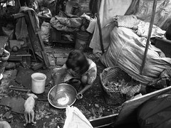 - - - (jojopensica) Tags: poverty dog mess philippines manila oldlady aso pilipinas tondo kahirapan jobarracuda jojopensica pensica ulingan