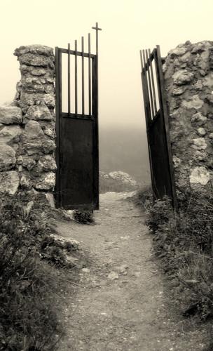 Graveyard's door by echiner1