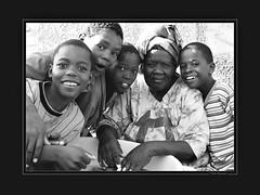 Reliefs du temps (KraKote est KoKasse.) Tags: africa southafrica portait sourire groupe noirblanc afrique swakopmund 30x40 krakote maselection nedeclicjardin nehayet forcont wwwkrakotecom valeriebaeriswyl