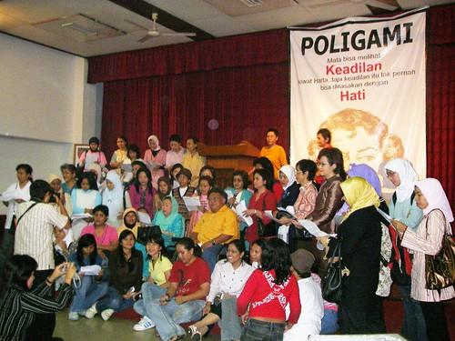 aksi tolak poligami di perspektif.net
