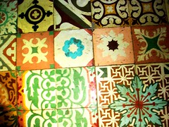azulejos (cronpio) Tags: old friends house love this nice place floor gente pavement cuba tiles vida tempo assim pelo marcados deixei i tortos