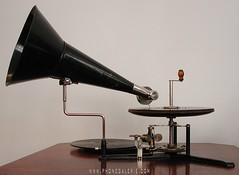 La Phonogalerie achète tout type de phonographes, gramophones, cylindres, disques, affiches, tourne-disques, curiosités et documents