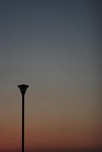 夕焼け空の街灯