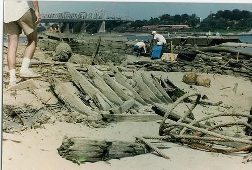 1988 sandbar mississippiriver hull shipwrecks lowwater barges keel westmemphis riverboats harahan geotagarkansas