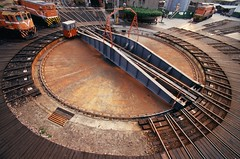 - ChangHua Roundhouse Turntable (CD's Pit) Tags: station geotagged taiwan rail trains  tra  changhua    minoltamaxxum5  taiwanrailway tokinaatx17afpro geo:lat=24085754 geo:lon=120540378 fujifilmra100