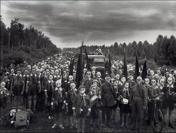 guerra fria (la moda de las mascaras de gas)