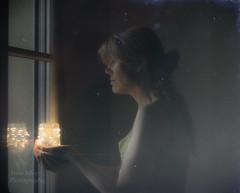 la Maîtresse de la lumière (Mistress of light) (l'imagerie poétique) Tags: limageriepoétique poeticimagery fairylights analogefex window reflection ethereal magical