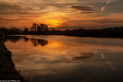 Weaver at sunset (5 of 5) (andyyoung37) Tags: frodsham riverweaver canalboat refelections sunrise england unitedkingdom gb