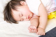 Asian little baby sleeping (Jessica_PFP) Tags: asian baby babe kid child toddler young newborn infant skin chinese japanese korean little cute lovely adorable girl female close sleep fall sleeping nap asleep relax rest towel soft softness hongkong napping oneperson