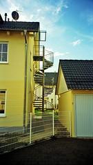 Wendeltreppe zum Dachgeschoss Architektur (gumtau) Tags: zaun landschaft feuertreppe einfamilienhaus wendeltreppe eichenau stadler gumtau dachausbau zweifamilienhaus