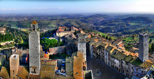The hills of tuscany, From the tower of San Gimignano , Italy por gbatistini.