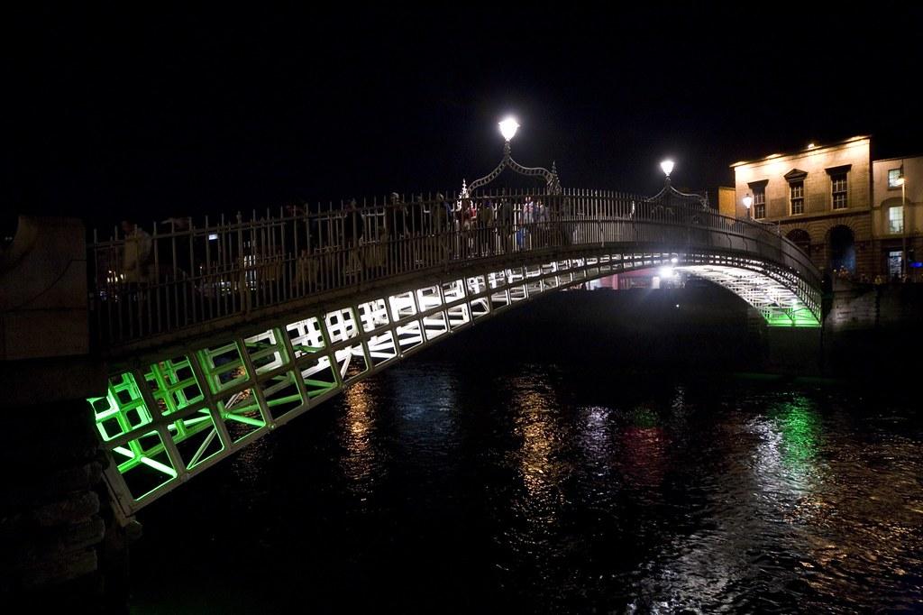 DUBLIN AT NIGHT - Ha'penny Bridge