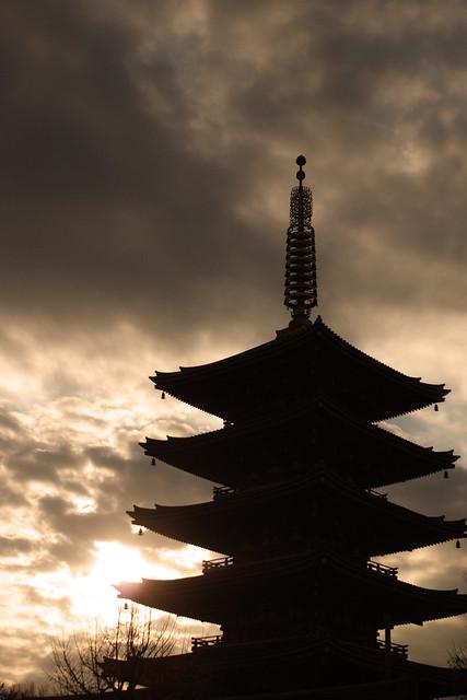 夕暮れどきの塔