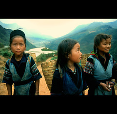 girls from the hill tribes of Vietnam (PIXistenz) Tags: color analog asia vietnam globalvillage f301 globalcity pixistenz invitedphotosonly gvadminshalloffame itsabeautifulgv