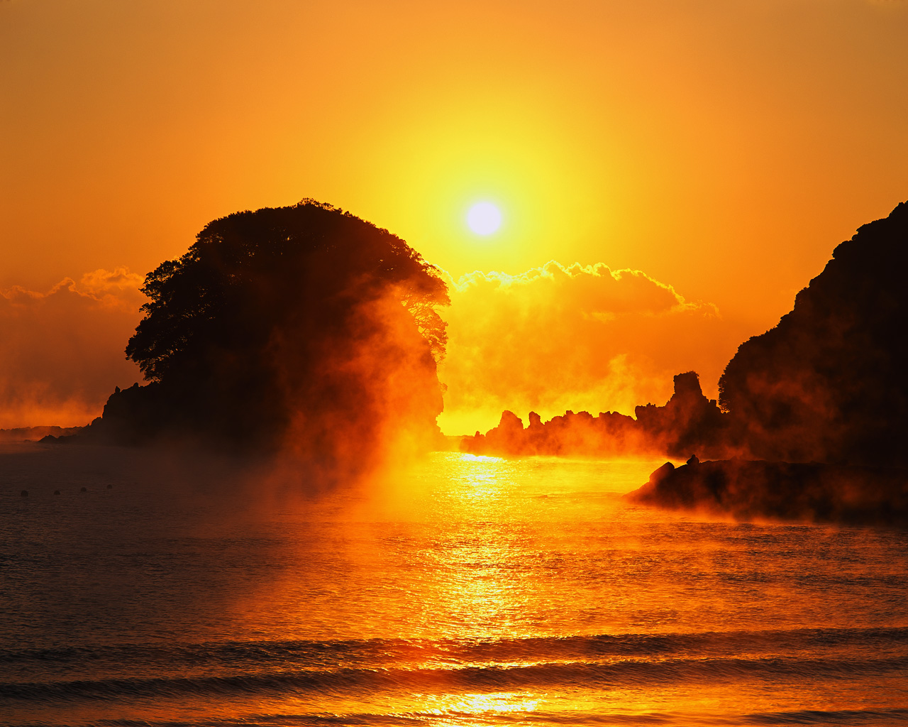 Strongly Sunrise in Japan Beach Wallpapers
