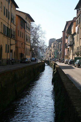 There are canals in Lucca
