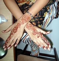 henna hands 2