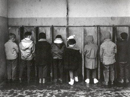 Crianças a urinar Doisneau