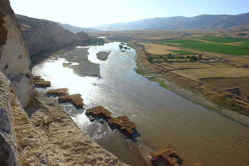 Looking down to the huts/cafes built in the River Tigris, Hasankeyf by CharlesFred.