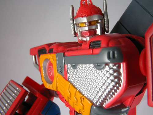 "6"" Titanium Optimus Prime (Fire Convoy) (close-up)"