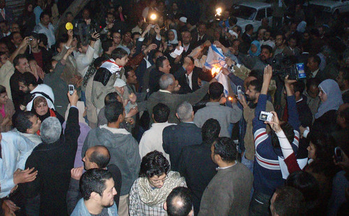 Kefaya demonstrators burning Israel's flag