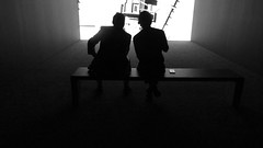 A14056 / silhouettes in a screening room (janeland) Tags: sanfrancisco california 94103 sfmoma desaturated screeningroom silhouettes bw blackandwhite may 2016 people sanfranciscomuseumofmodernart