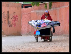 Vendedor ambulante - Ambulant seller (jose_miguel) Tags: street people espaa miguel lumix photo calle spain bravo foto gente jose panasonic morocco maroc marrakech marrakesh stolen marruecos fz50 robado magicdonkey interestingness45 outstandingshots 25faves marraquech abigfave explore45 shieldofexcellence