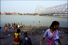 Ghat activities | Howrah Bridge, Kolkata (Sandip Debnath) Tags: bridge kolkata calcutta sandip howrah debnath
