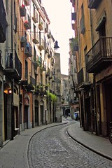 Winding narrow streets, Girona, Spain (dacardoso) Tags: road street stone spain balcony girona cobblestone