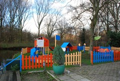 Playground Beatrixpark, Schiedam, the Netherlands (Miek37) Tags: blue holland netherlands dutch architecture geotagged nikon sha schiedam nikor d80 nikond80 18135mmf3556g geo:lat=51929706 geo:lon=4386313 407sh7 fortdrakensteijn