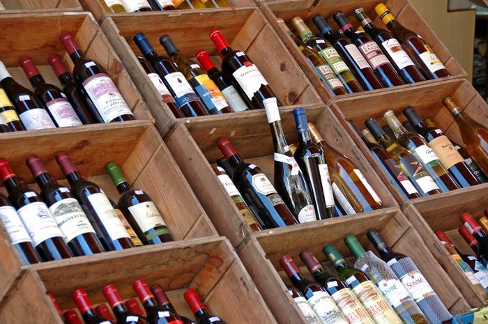 雜貨店外的葡萄酒
