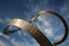 A sculpture of an infinite loop.