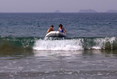 Dan & Lorraine surf in