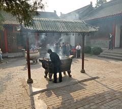 worshiping (yewenyi) Tags: china trip vacation holiday history temple ancient worship asia smoke religion historic burning xian offering    immortal sian taoist taoism shaanxi  eastasia  hsian ancientchina zhnggu shensi shnx xn shanhsi 8immortaltemple templeofeightimmortals baxianan
