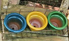 Colori primari (Photorevole) Tags: colori asiago geometrie vasi