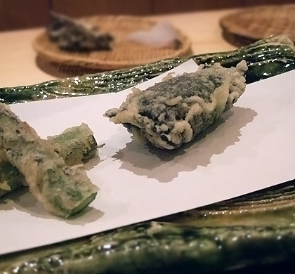 asparagus and uni tempura